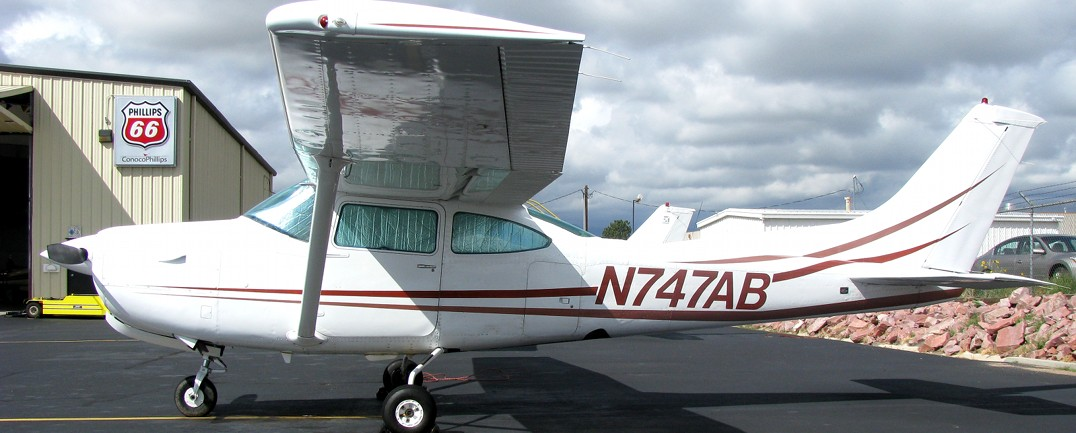 1979 Cessna 182RG N747AB::Rental rate per hour $ 185 (cash) / $ 190 (credit)